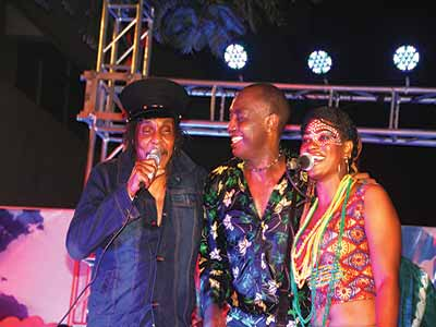 Majek Fashek, Dede and a dancer on stage.