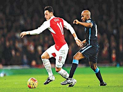 Mesut Ozil, left, set up Arsenal teammate Olivier Giroud to score in their 2-1 win over Manchester City on Monday night. Photo: Getty Images