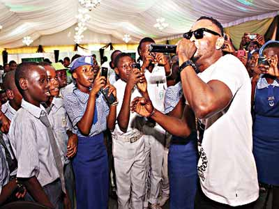 Sean Tizzle performing for the students.