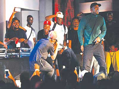 Wizkid (left) perfroms Ojuelegba with Skepta at Beat FM Christmas Concert in Lagos.