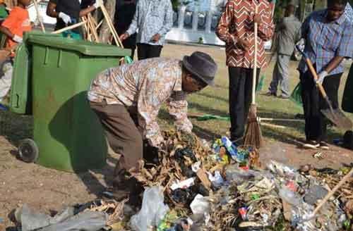 john-magufuli-cleaning