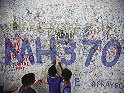 Children writing messages of hope for passengers of missing Malaysia Airlines Flight MH370 at Kuala Lumpur International Airport (KLIA) outside Kuala Lumpur PHOTO: REUTERS/SAMSUL SAID