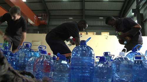 volunteer-send-water