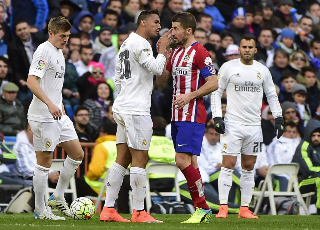 Real Madrid's Brazilian defender Danilo (2ndL) argues with Atletico Madrid's midfielder Gabi (2ndR) during the Spanish league football match Real Madrid CF vs Atletico de Madrid at the Santiago Bernabeu stadium in Madrid on February 27, 2016. / AFP / PIERRE-PHILIPPE MARCOU