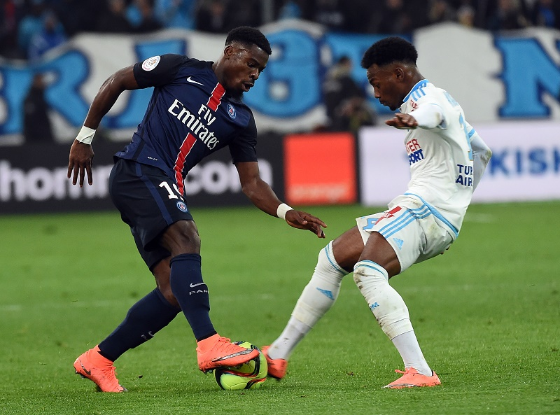 Marseille's French midfielder Georges-Kevin Nkoudou (R) vies with Paris Saint-Germain's Ivorian defender Serge Aurier (L)  during the French L1 football match between Marseille and Paris-Saint-Germain on February 7, 2015 at the Velodrome stadium in Marseille, southern France.  AFP PHOTO / ANNE-CHRISTINE POUJOULAT / AFP / ANNE-CHRISTINE POUJOULAT