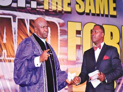 Publisher, Our Daily Manna (ODM) and General Overseer, Manna Prayer Mountain Interdenominational, Worldwide, Bishop (Dr.) Chris E. Kwakpovwe (left), with Pastor Bamidele Olurin, who represented the Vice President, Professor Yemi Osinbajo, at the just concluded Our Daily Manna World Anointing Night at Tafawa Balewa Square (TBS), Lagos.