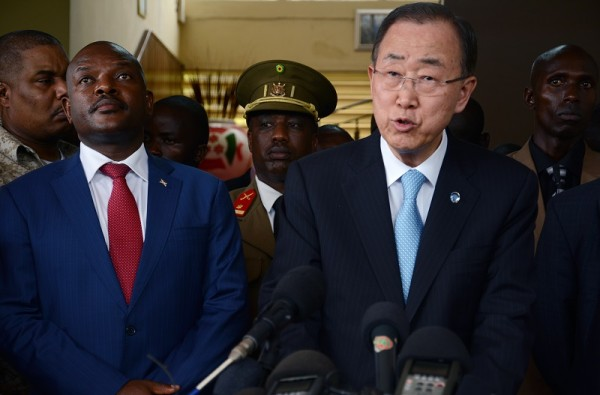 Burundian President Pierre Nkurunziza (L) stands next to UN Secretary General Ban Ki Moon (R) during a press conference on February 23, 2016 in Bujumbura.  Five African leaders are to visit Burundi this week to push for progress in stalled efforts to end the country's 10-month-old crisis that has left more than 400 dead, the South African government said on February 23, 2016. UN Secretary General Ban Ki-moon was due to hold talks with President Pierre Nkurunziza in Burundi after meeting with political parties and civil society representatives. / AFP / STRINGER