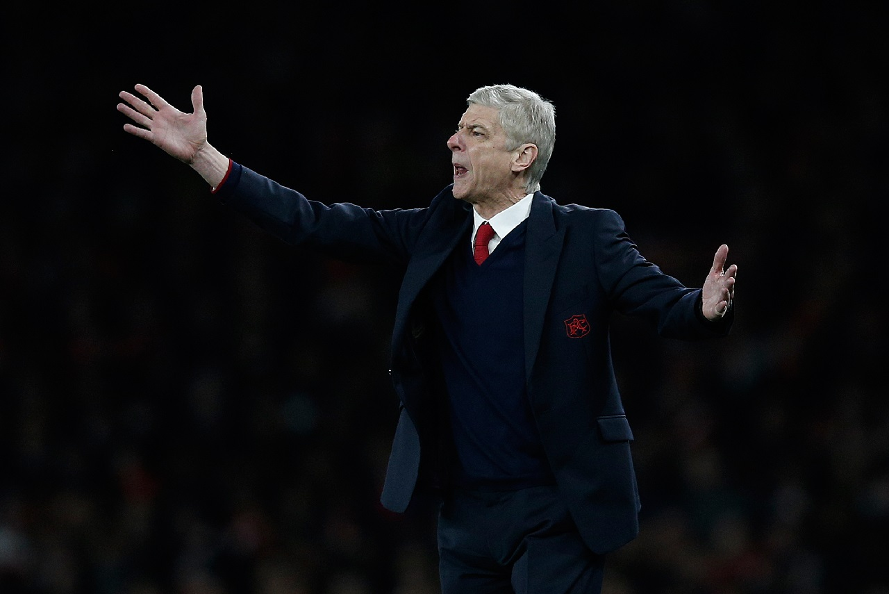Arsenal's French manager Arsene Wenger gestures during the UEFA Champions League round of 16 1st leg football match between Arsenal and Barcelona at the Emirates Stadium in London on February 23, 2016. / AFP / ADRIAN DENNIS