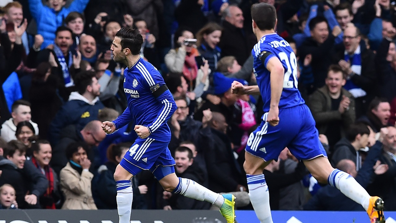 Chelsea's Spanish midfielder Cesc Fabregas (L) celebrates after scoring their first goal during the English Premier League football match between Chelsea and West Ham United at Stamford Bridge in London on March 19, 2016. Ben STANSALL / AFP