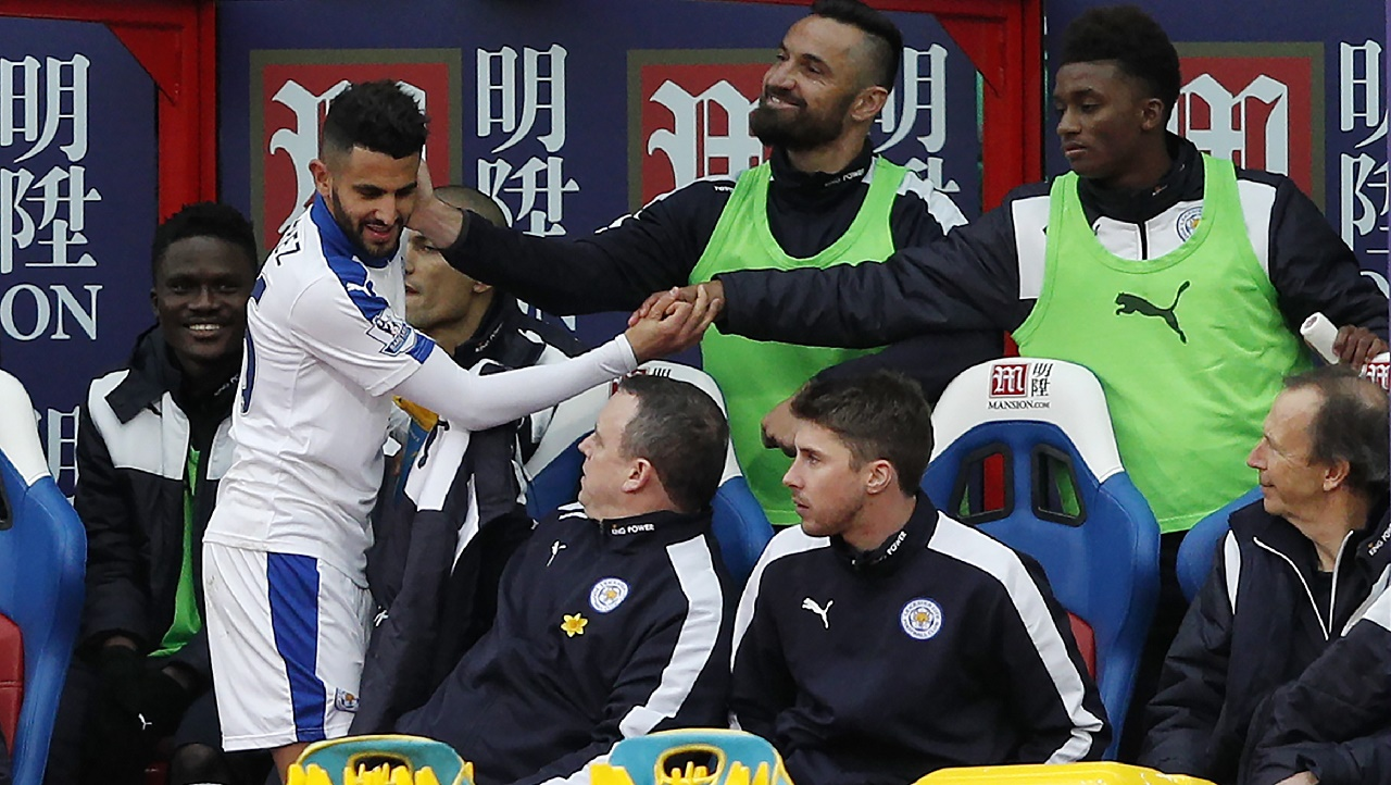 Leicester City's Riyad Mahrez (L) is congratulated by team-mates after he is substituted during the English Premier League football match between Crystal Palace and Leicester City at Selhurst Park in south London on March 19, 2016. / AFP / ADRIAN DENNIS / RESTRICTED TO EDITORIAL USE. No use with unauthorized audio, video, data, fixture lists, club/league logos or 'live' services. Online in-match use limited to 75 images, no video emulation. No use in betting, games or single club/league/player publications. /