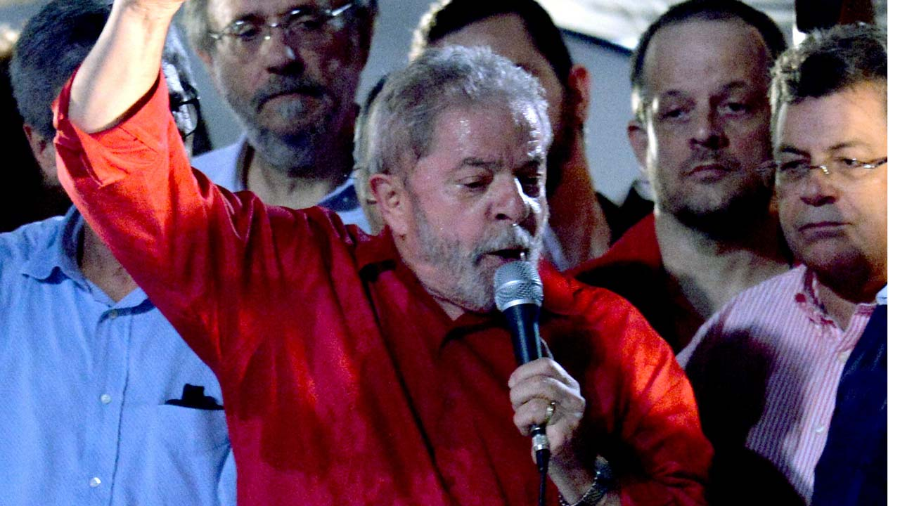 Former Brazilian President Luiz Inacio Lula da Silva speaks during a rally of unionists and members of the Workers Party (PT) to support him, in downtown Sao Paulo, Brazil on March 18, 2016. A Brazilian court cleared ex-president Lula da Silva Friday to start work as chief of staff to his embattled successor Dilma Rousseff, overturning an injunction blocking his appointment. AFP PHOTO / NELSON ALMEIDA NELSON ALMEIDA / AFP Add