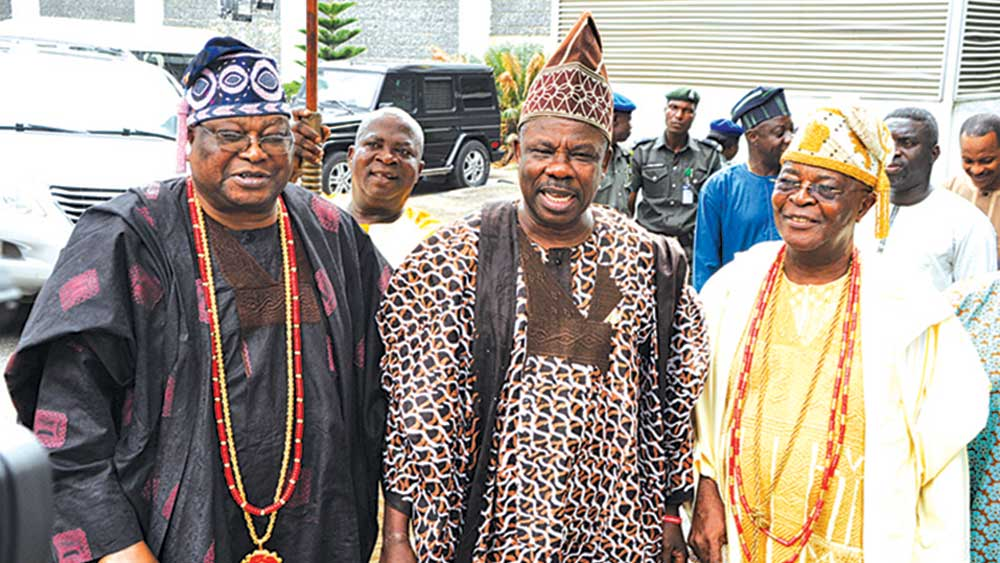 Ogun State Governor, Ibikunle Amosun; flanked by the Awujale of Ijebuland, Oba Sikiru Kayode Adetona (left) and the Alake of Egbaland, Oba Adedotun Aremu Gbadebo after a meeting in Abeokuta… yesterday.