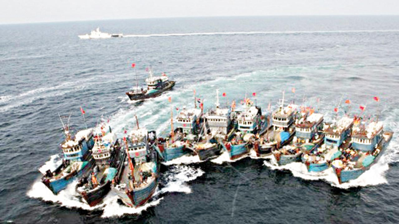 A chase at sea near South Korea: an entire fleet of illegal Chinese fishing vessels attempts to evade the South Korean Coast Guard. The fishermen were arrested by armed units soon afterwards.               PHOTO: GOOGLE