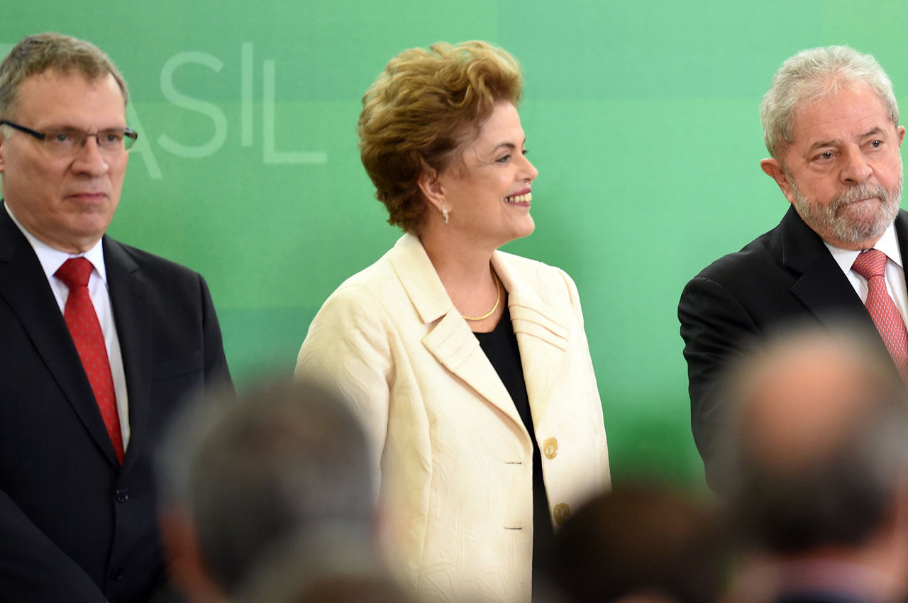 "The new Justice Minister Eugenio Aragão (L), Brazilian President Dilma Rousseff (C) and former president Luiz Inacio Lula da Silva during the minister's swearing-in ceremony at the Planalto Palace in Brasilia, on March 17, 2016. Aragão said in an interview with the newspaper ""Folha de Sao Paulo"" published on Saturday that he would not tolerate leaks in the ""Operation Car Wash"" investigation and that if he merely ""smelled"" a leak by a federal police agent, the entire team would be replaced, without the need for proof.   AFP PHOTO/EVARISTO SA EVARISTO SA/AFP / AFP / EVARISTO SA"