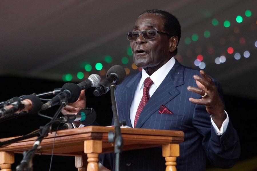 Zimbabwe's President Robert Mugabe delivers a speech during celebrations marking his birthday in Masvingo on February 27, 2016. / AFP / JEKESAI NJIKIZANA