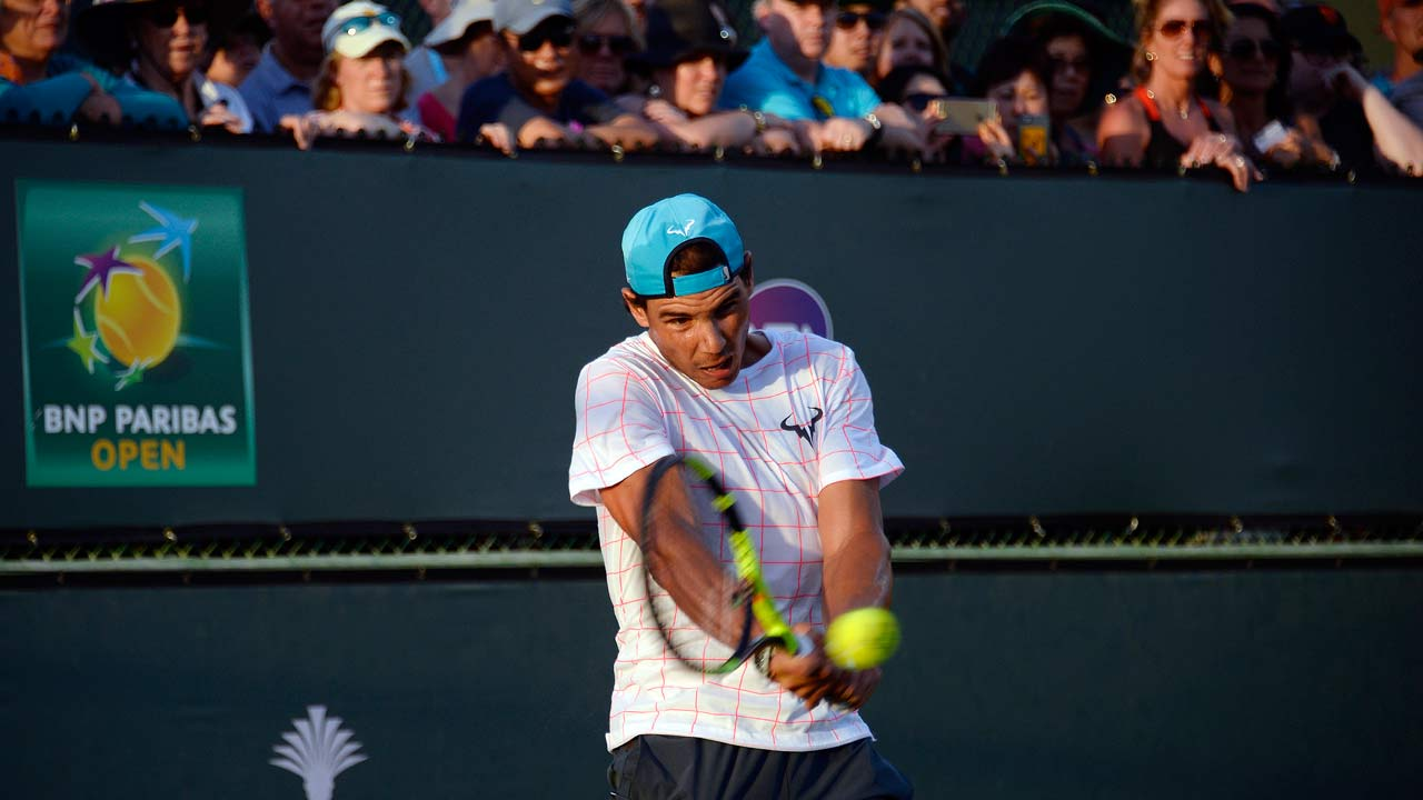 INDIAN WELLS, CA - MARCH 10: Rafael Nadal of Spain practices in front of a large crowd during day four of the BNP Paribas Open at Indian Wells Tennis Garden on March 10, 2016 in Indian Wells, California. Kevork Djansezian/Getty Images/AFP KEVORK DJANSEZIAN / GETTY IMAGES NORTH AMERICA / AFP