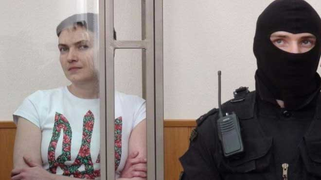 Ukrainian military pilot Nadiya Savchenko (left) inside a cage during her trial in Donetsk. PHOTO: bbc.com