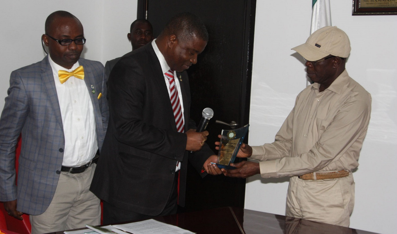 Prof Afekhide Omoti, Chairman, Nigerian Medical Association, Edo State presents the plaque of NMA award for Excellence in Leadership & Governance in Edo State to Governor Adams Oshiomhole (right) with them is Dr Adewumi Alayaki, Secretary-General of the Association, representing the National President during a visit to the Governor, on Thursday. PHOTO: EDO STATE GOVT