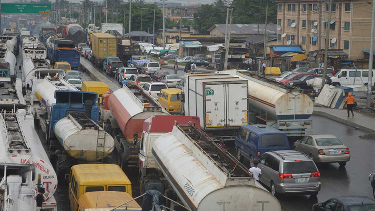 Fashola calls for support to end Apapa gridlock, port congestions