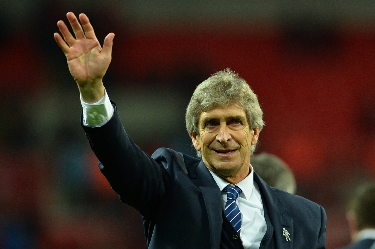 Manchester City's Chilean manager Manuel Pellegrini waves Manchester after Manchester City won the English League Cup final football match between Liverpool and Manchester City at Wembley Stadium in London on February 28, 2016. / AFP / GLYN KIRK / RESTRICTED TO EDITORIAL USE. No use with unauthorized audio, video, data, fixture lists, club/league logos or 'live' services. Online in-match use limited to 75 images, no video emulation. No use in betting, games or single club/league/player publications. /