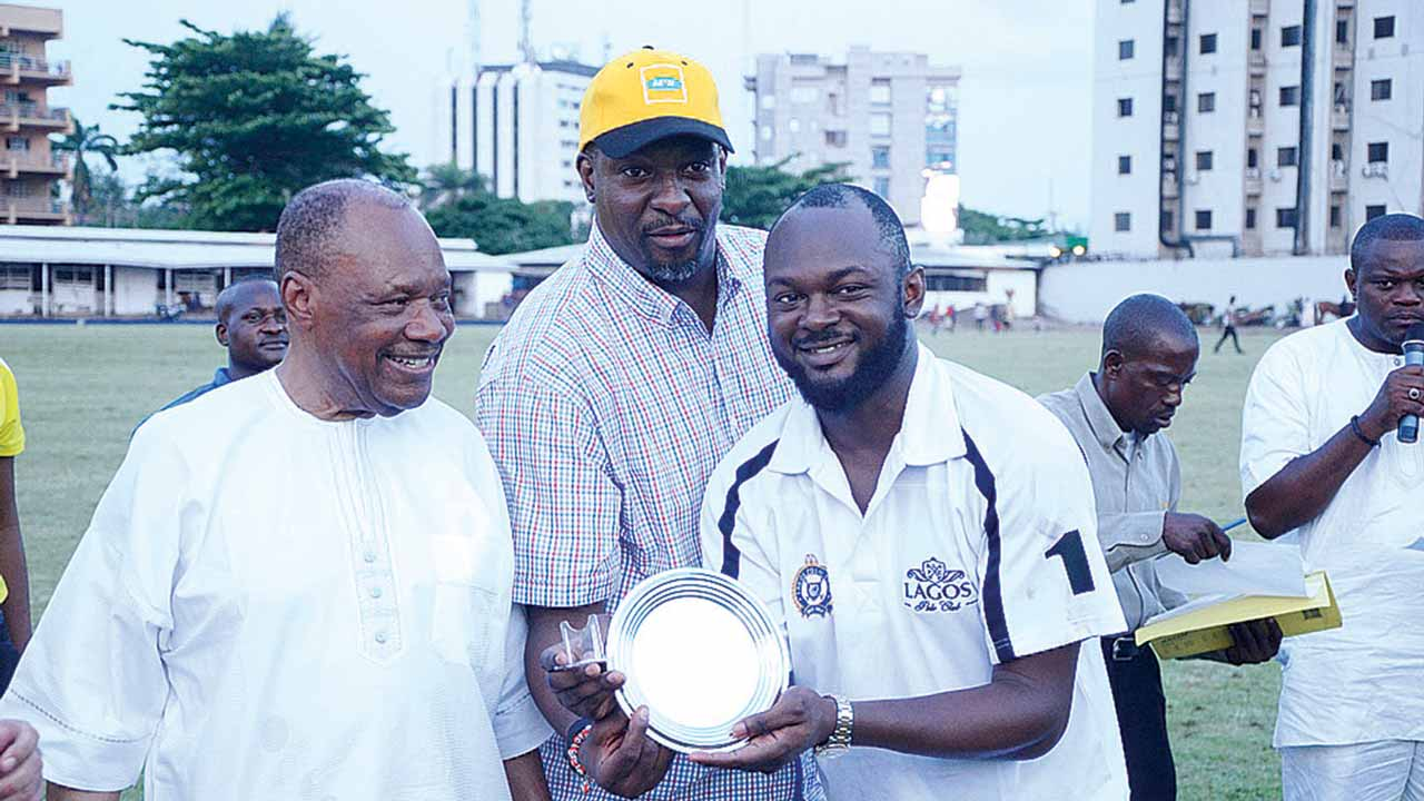 Managing Director, ARK Insurance, Prince Francis Awogboro (left); Event and Sponsorship Manager, MTN Nigeria, Dola Bamgboye; and Team Asusan player, Lolu Agoro; during the award presentation at the 2016 MTN President's Cup held at the Lagos Polo Club…at the weekend.