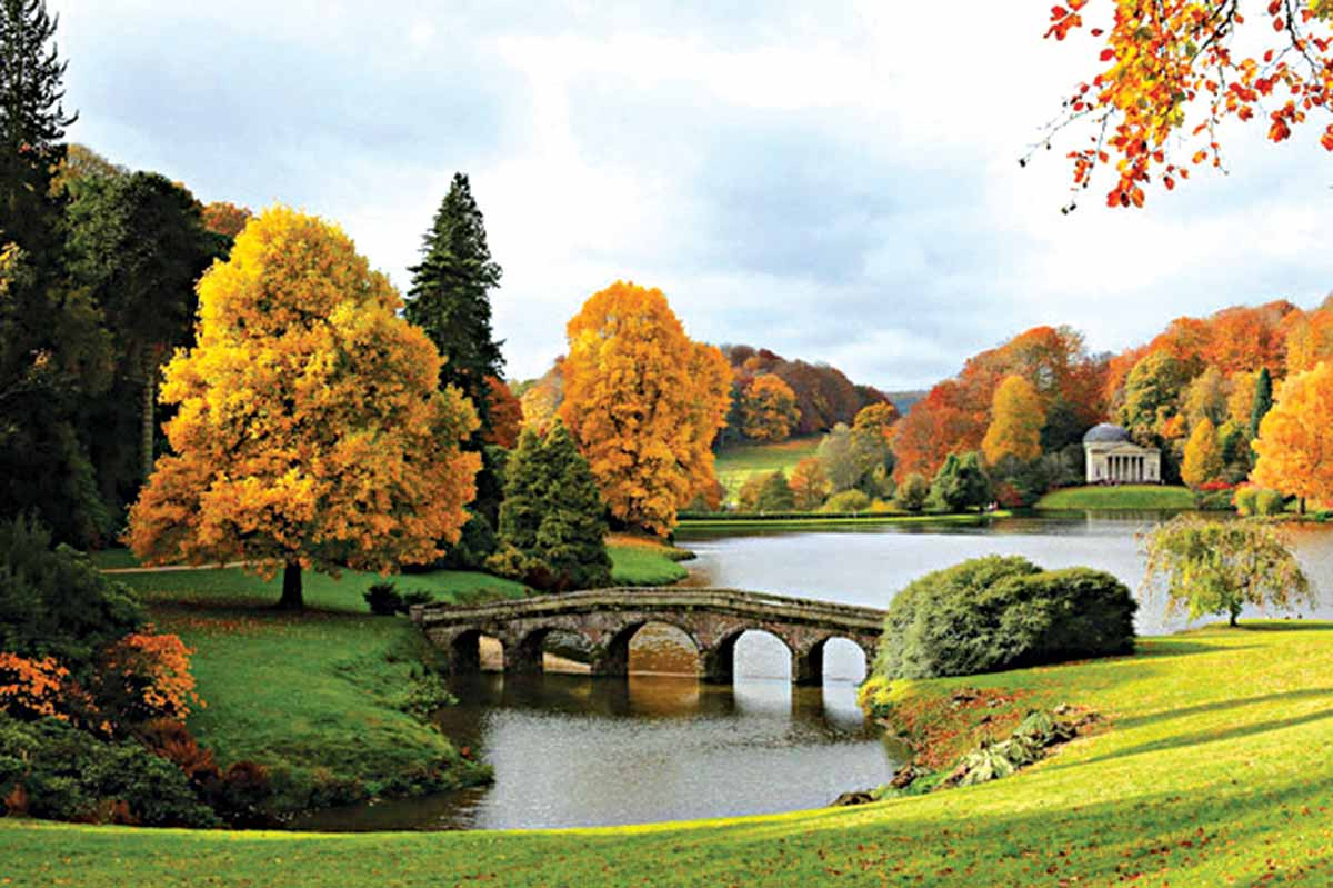 Stourhead-(1741-80),-English-garden-in-picturesque-style-of-the-18th-century-Romantic-movement