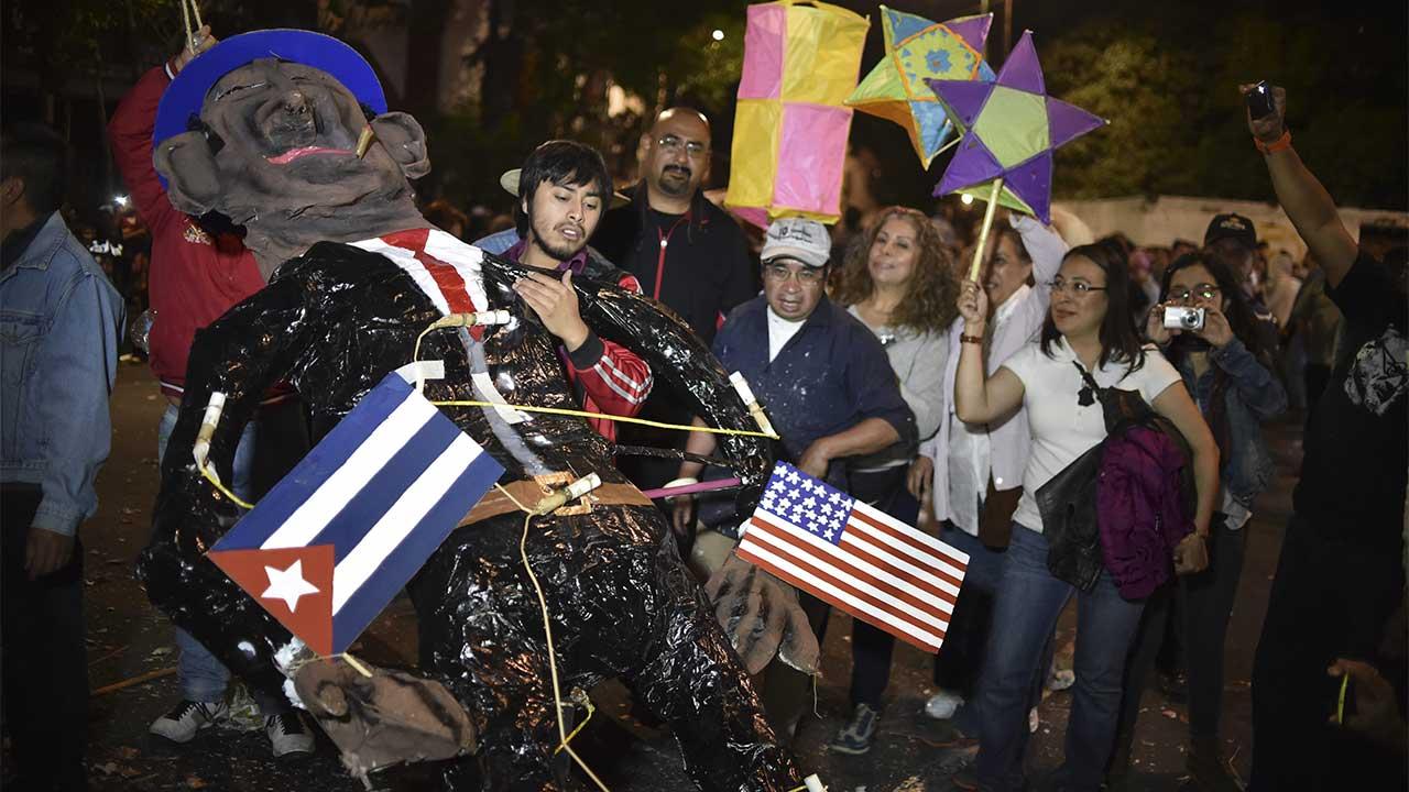 Trump effigy set ablaze in Mexico