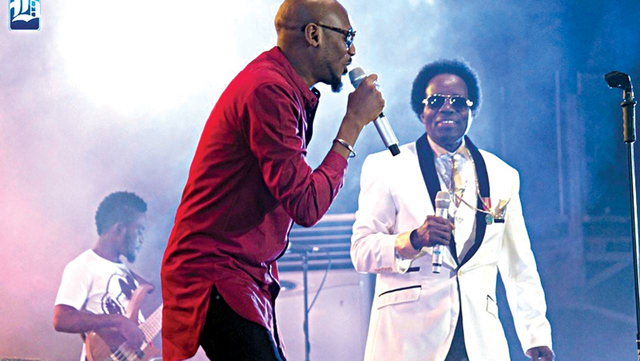 Old wine enriches new skins… Uwaifo on stage with 2Face Baba