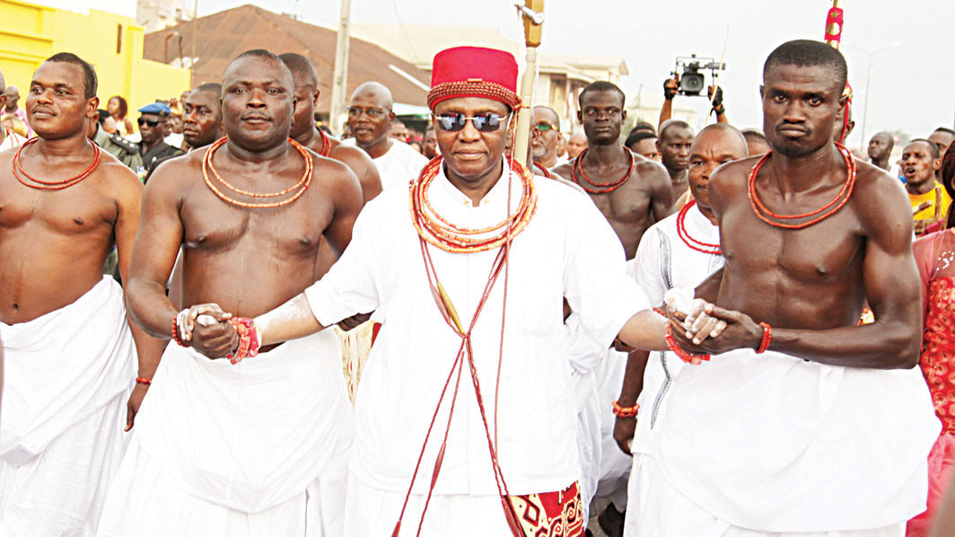 The crown prince of Benin Kingdom Eheneden Erediauwa (third left)