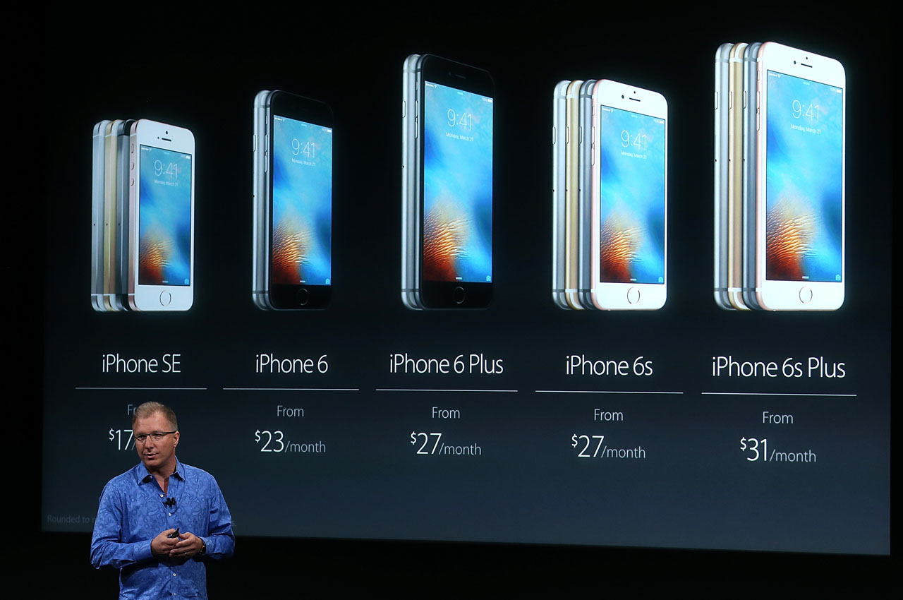 CUPERTINO, CA - MARCH 21: Apple VP Greg Joswiak announces the new iPhone SE during an Apple special event at the Apple headquarters on March 21, 2016 in Cupertino, California. The company is expected to update its iPhone and iPad lines, and introduce new bands for the Apple Watch.   Justin Sullivan/Getty Images/AFP