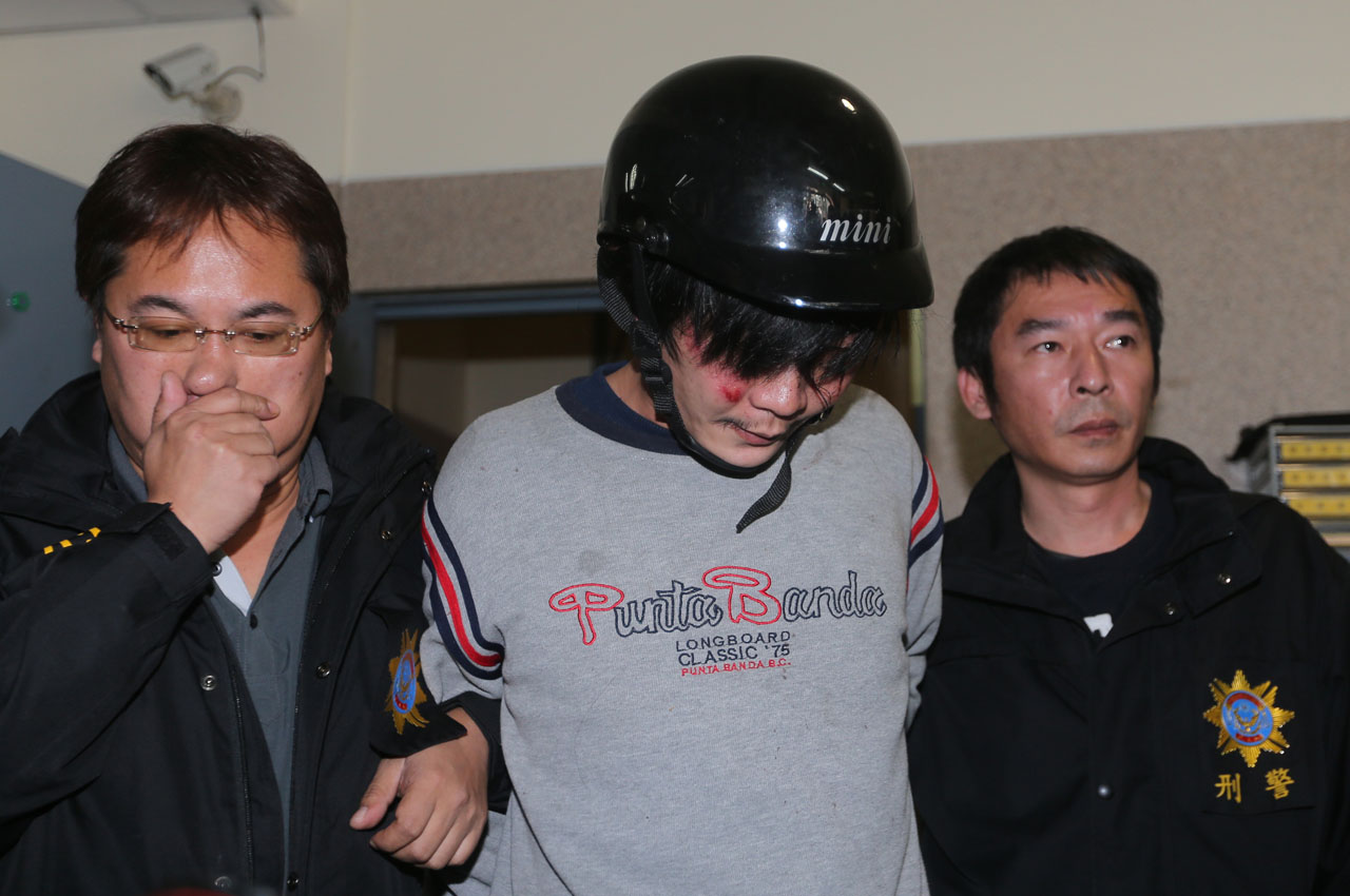 "This photo taken on March 28, 2016 shows police escorting a man (C) who allegedly attacked and murdered a Taiwanese toddler along a street in Taipei, sending shock waves through the island. The man, suspected of decapitating a four-year-old girl on March 28, was beaten by an angry mob as he was detained in Taiwan, with parliament saying it would debate tougher sentences for child-killers following the shocking crime. / AFP / Aden Hsu / - Taiwan OUT / -----EDITORS NOTE --- RESTRICTED TO EDITORIAL USE - MANDATORY CREDIT ""AFP PHOTO / Aden Hsu"" - NO MARKETING - NO ADVERTISING CAMPAIGNS - DISTRIBUTED AS A SERVICE TO CLIENTS - NO ARCHIVES"