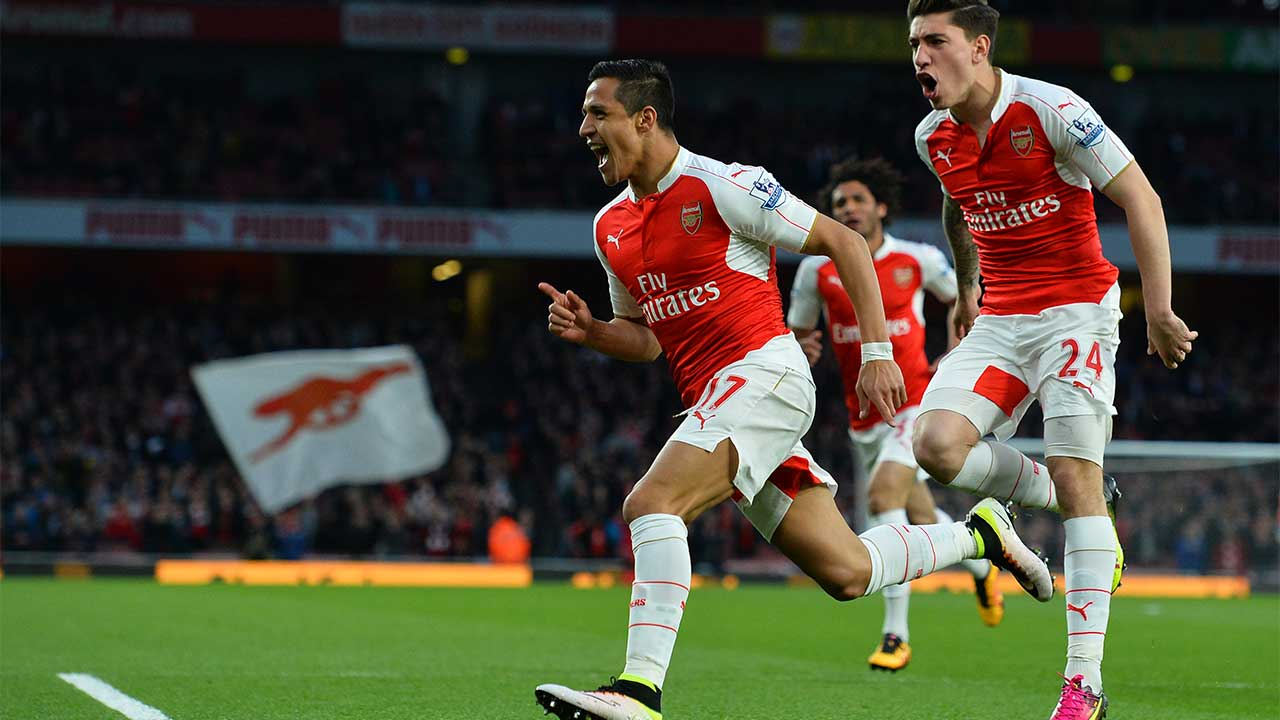 Arsenal's Chilean striker Alexis Sanchez (L) celebrates scoring the opening goal with Arsenal's Spanish defender