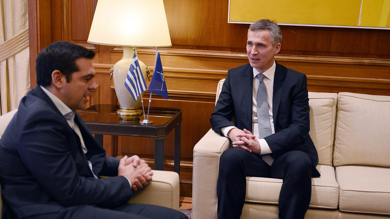 Nato Secretary General Jens Stoltenberg (R) speak with  Greek Prime minister Alexis Tsipras prior to their meeting in Athens on April 22, 2016.  / AFP PHOTO / LOUISA GOULIAMAKI