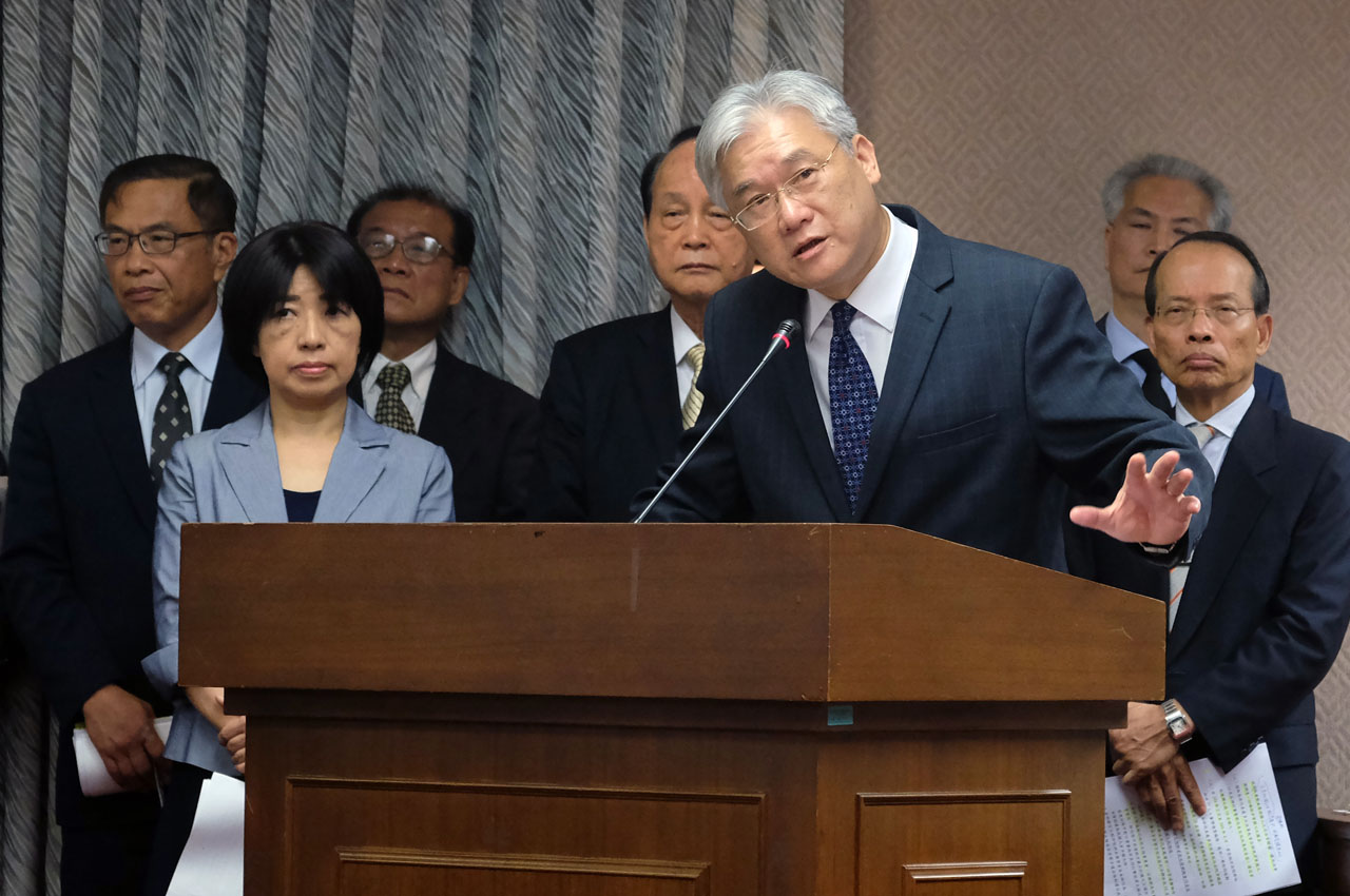 "Andrew Hsia (3rdR), Minister of Mainland Affairs Council, gestures while speaking to a lawmaker at the Interior Committee of the Parliament on April 13, 2016. Taiwan said Kenyan police broke down a jail wall and used tear gas to force a second group of Taiwanese to board a plane for China, a day after accusing Beijing of ""abducting"" eight other citizens. / AFP PHOTO / SAM YEH"