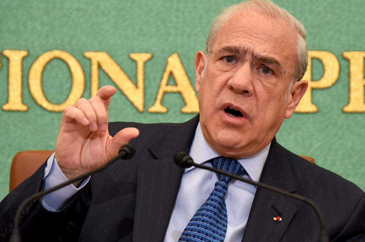 Organization for Economic Cooperation and Development (OECD) Secretary General Angel Gurria gestures as he answers questions during a press conference in Tokyo on April 11, 2016.  The organisation on April 11 released the Japan 2016 organisation  Territorial Review.  / AFP PHOTO / TORU YAMANAKA