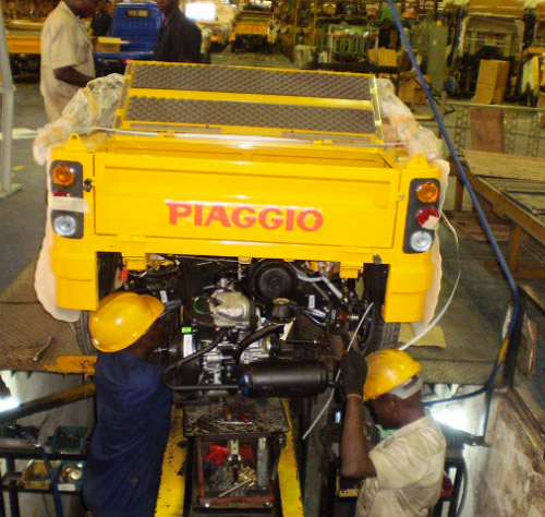 Nigerian-engineers-on-duty-at-Boulos-Piaggio-tricycle-