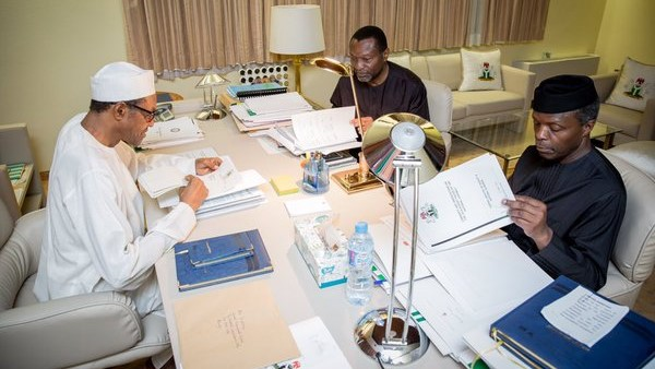 President Muhammadu Buhari, Vice President Yemi Osinbajo and Budget and National Planning Minister Udoma Udo Udoma discussing the 2016 budget on April 10, 2016.