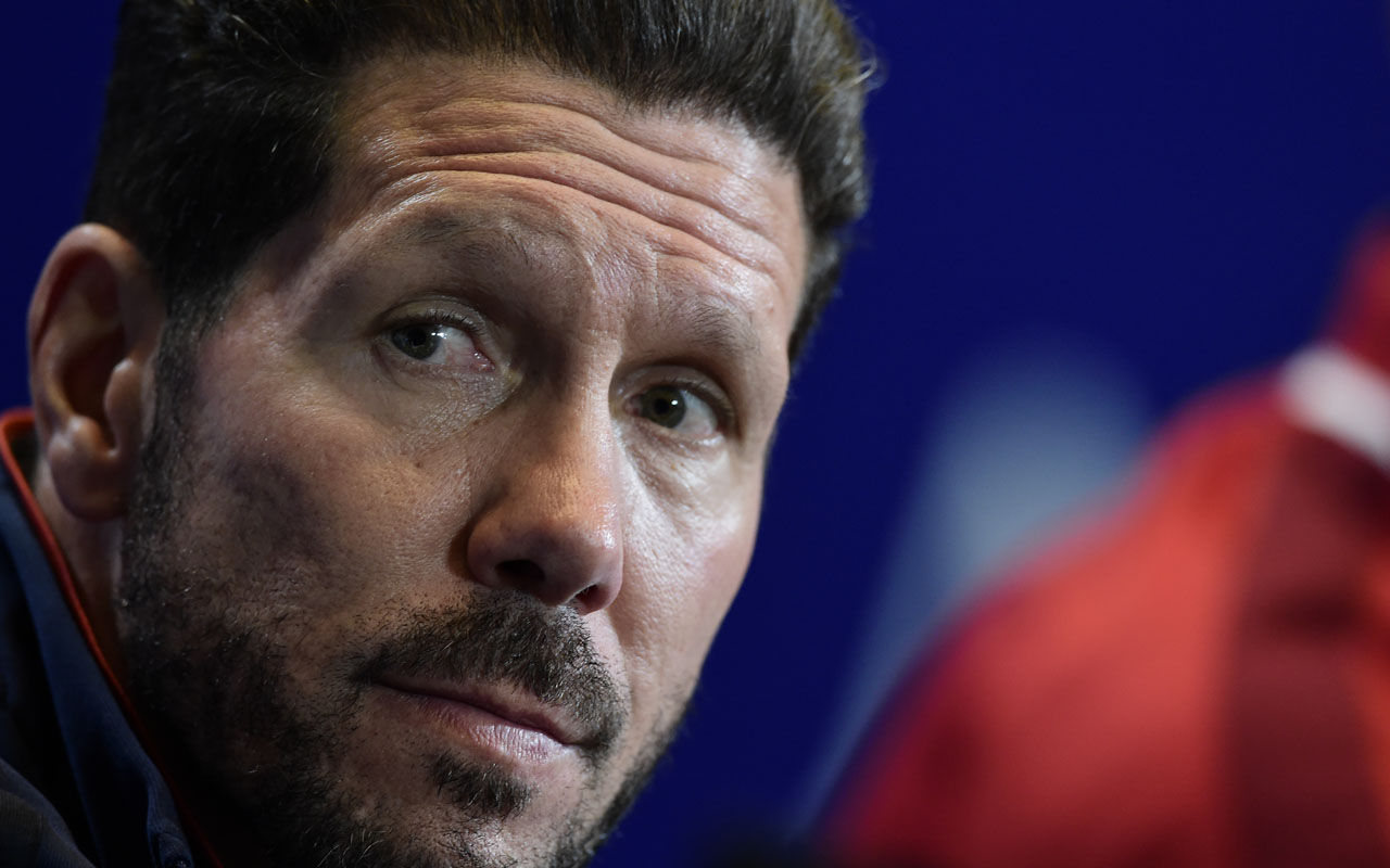 Atletico Madrid's Argentinian coach Diego Simeone gives a press conference at the Vicente Calderon stadium in Madrid on April 26, 2016 on the eve of their UEFA Champions League semi-final first leg football match Club Atletico de Madrid vs Bayern Munich. / AFP PHOTO / JAVIER SORIANO