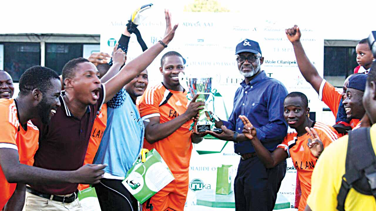 Managing Partner, Aluko & Oyebode, Mr. Gbenga Oyebode (fourth right), presenting the Bankole Olumide Aluko Cup (Lawyers League) to 2016 champions, Falana & Falana, at the end of the competition… on Sunday.