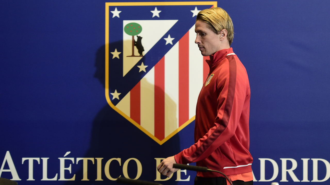 Atletico Madrid's forward Fernando Torres arrives to give a press conference at the Vicente Calderon stadium in Madrid on April 26, 2016 on the eve of their UEFA Champions League semi-final first leg football match Club Atletico de Madrid vs Bayern Munich. / AFP PHOTO / JAVIER SORIANO