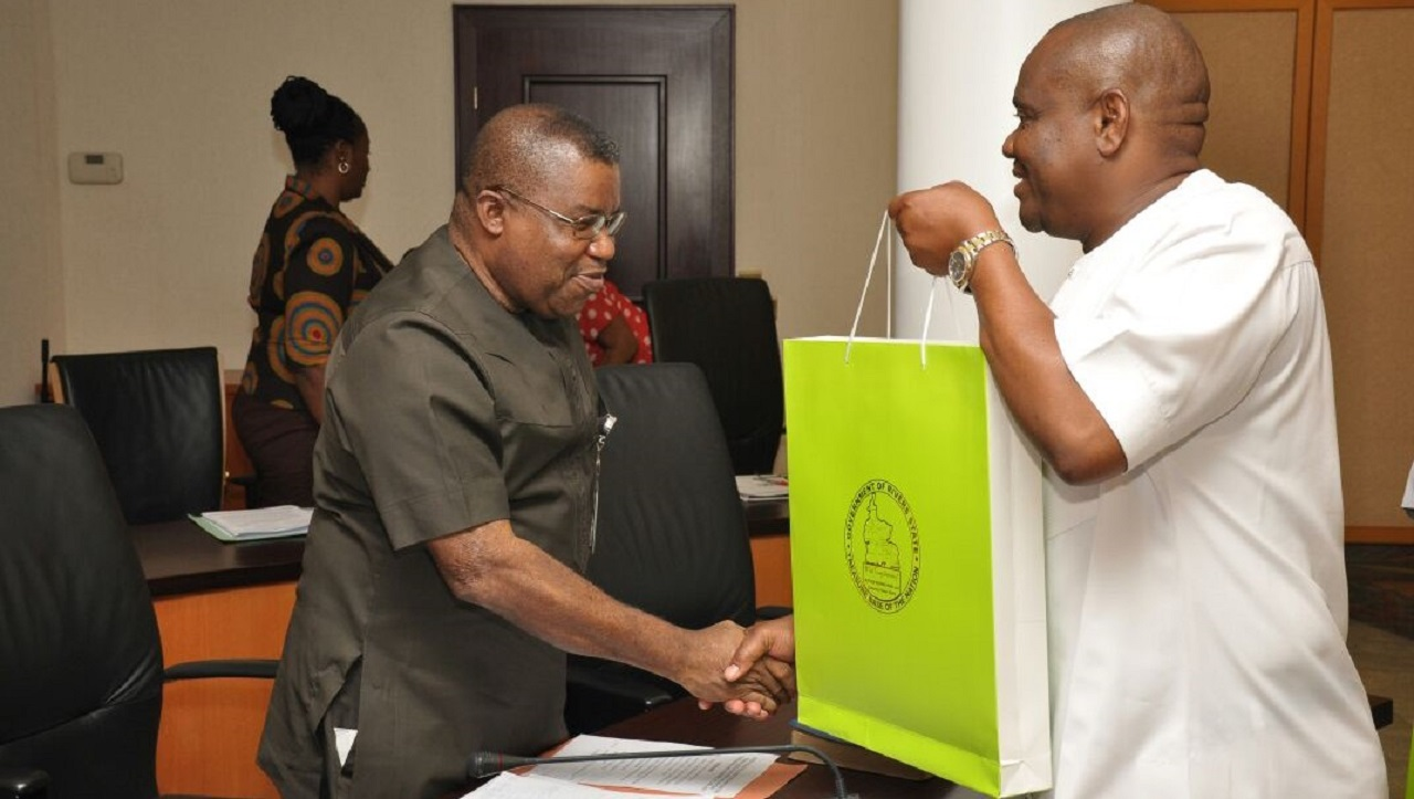 Rivers State Governor, Nyesom Ezenwo Wike presenting a souvenir to the Team Leader of NIPPS study group , Prof Celestine Oyom Bassey at the Government House, Port Harcourt on Monday PHOTO: Rivers State Govt.