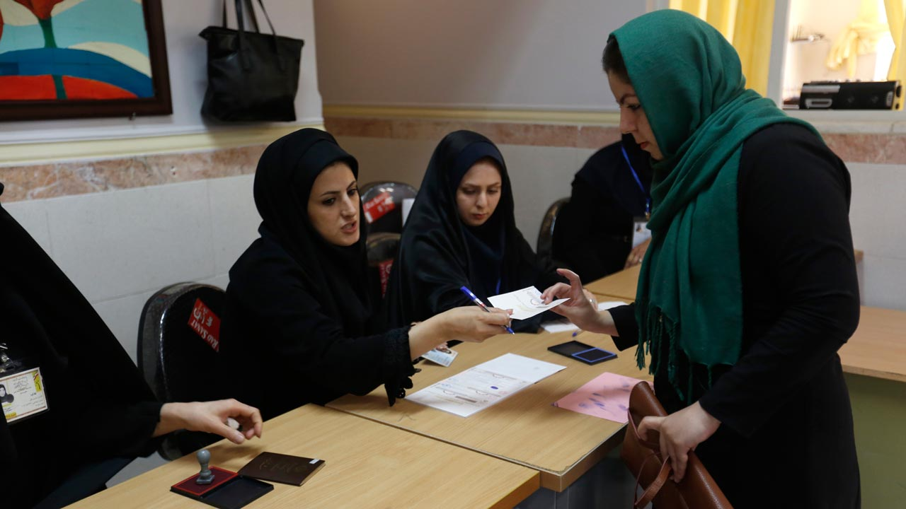 An Iranian woman casts her ballot to vote in the second round of parliamentary elections at a polling station in the town of Robat Karim, some 40 kms southwest of the capital Tehran, on April 29, 2016. Iranians started voting in second round elections for almost a quarter of parliament's seats, the latest political showdown between reformists and conservatives seeking to influence the country's future. ATTA KENARE / AFP