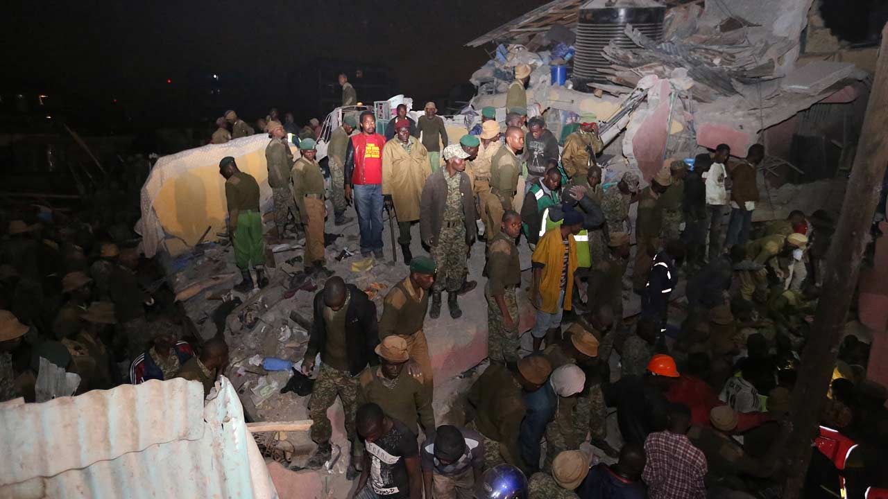 Kenyan security forces and emergency personnel look for survivors trapped under the rubble of a collapsed building in Nairobi late on April 29, 2016. At least seven people were killed when a six-storey building collapsed in the Kenyan capital amid torrential rainstorms, police said, as rescue teams shifted rubble in a desperate search for survivors. AFP