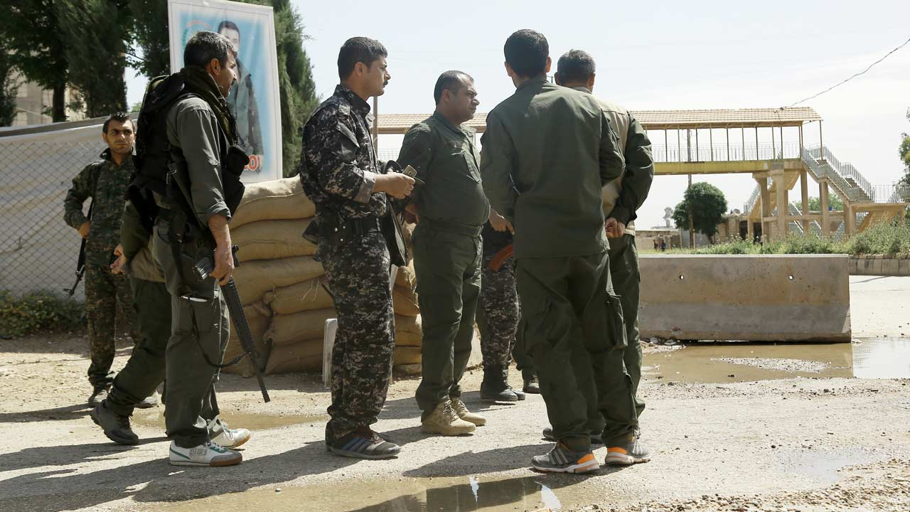 Jowan Ibrahim (C), the commander of the Kurdish police known as the Asayish arrives at a checkpoint where a suicide bomber killed five Kurdish policemen on April 30, 2016 in Syria's divided northeastern city of Qamishli. Four others were wounded in the attack on the city's demarcation line, according to Jowan Ibrahim. It was not immediately clear who carried out the attack, but the Islamic State (IS) group has claimed previous bombings in the mainly Kurdish city. DELIL SOULEIMAN / AFP