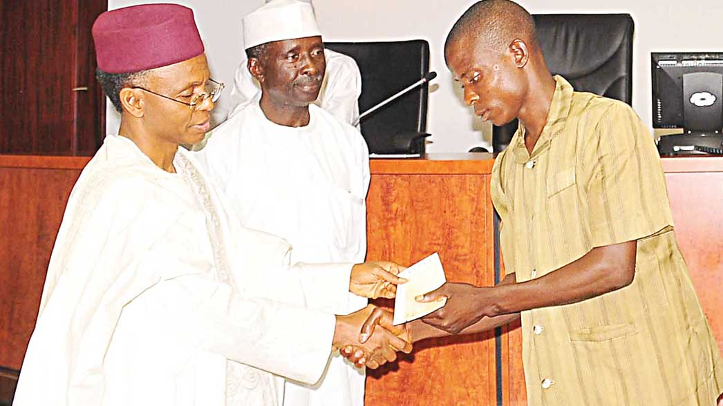 Kaduna State Governor, Nasir El-Rufai (left); his Deputy, Barnabas Bantex and a survivor of the 2015 Zaria bomb blast, Isyaku Abdullahi, during the presentation of cheques to victims and families of those involved in the incident, in Kaduna.                                                                               PHOTO: NAN