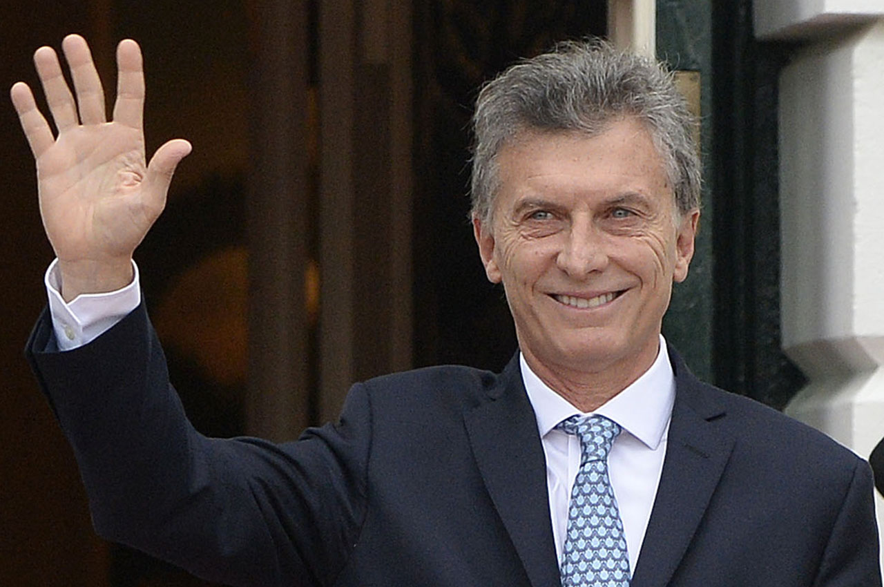 Mauricio Macri, President of Argentina, arrives for a working dinner at the White House March 31, 2016 in Washington, DC. World leaders are gathering for a two-day conference that will address a range of issues including ongoing efforts to prevent terrorist groups from accessing nuclear material.  / AFP PHOTO / Olivier Douliery