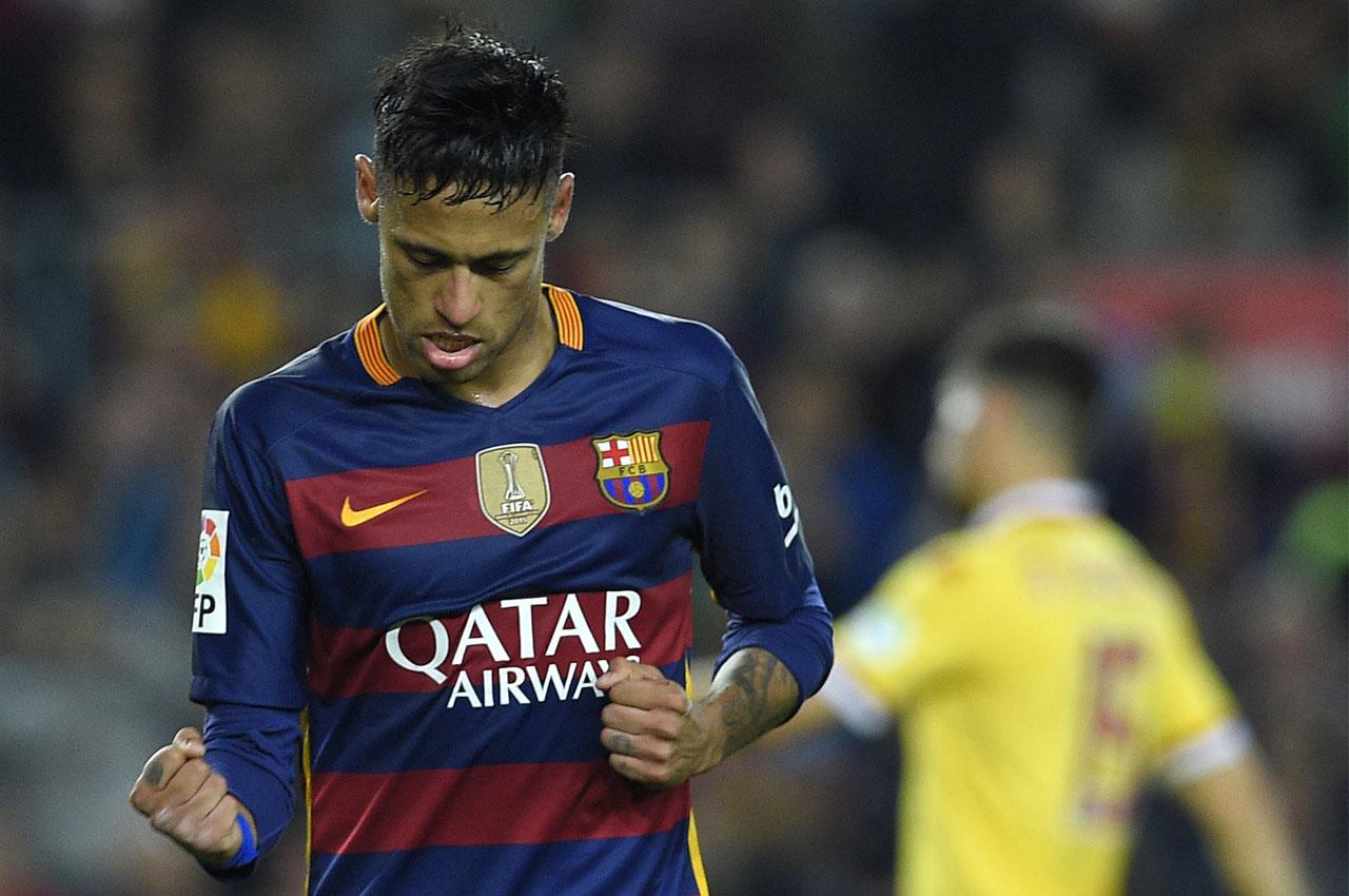 Barcelona's Brazilian forward Neymar celebrates after scoring during the Spanish league football match FC Barcelona vs Real Sporting de Gijón at the Camp Nou stadium in Barcelona on April 23, 2016. / AFP PHOTO / LLUIS GENE