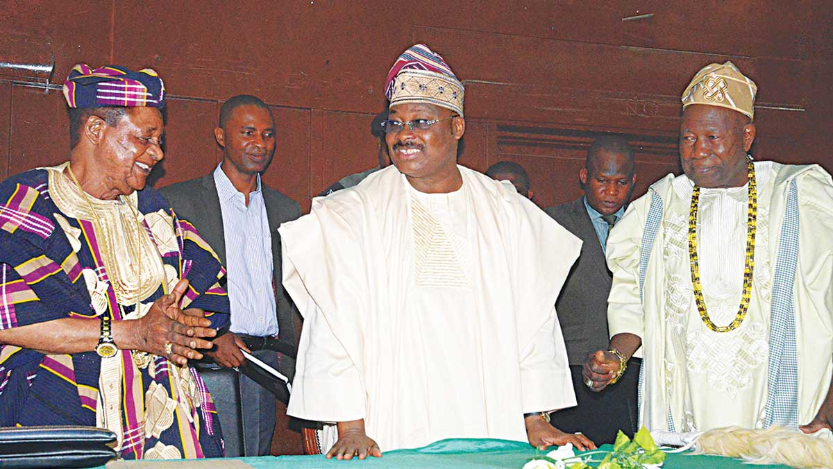 Oyo State Governor Abiola Ajimobi flanked by Alaafin of Oyo, Oba Lamidi Adeyemi (left) and Olubadan of Ibadanland, Oba Saliu Adetunji; during an agricultural stakeholders' forum involving 28 local councils of the state in Ibadan.