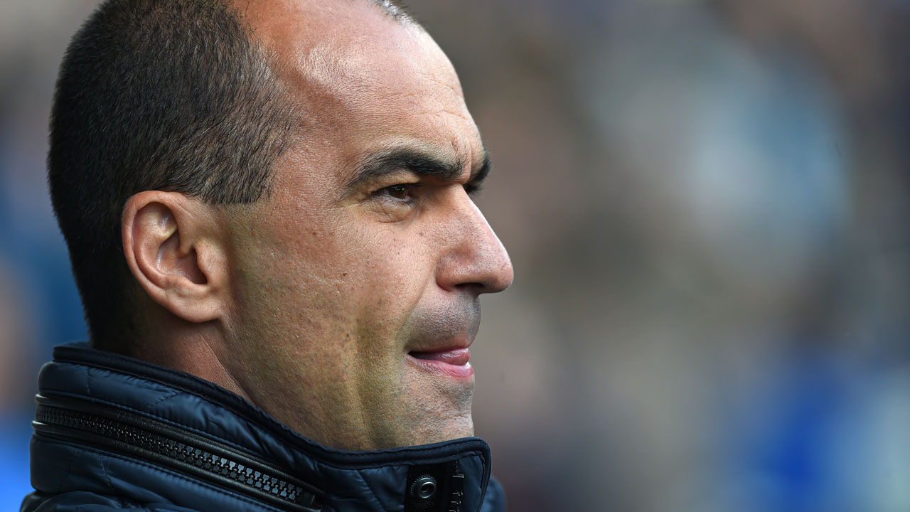 Everton's Spanish manager Roberto Martinez awaits kick off in the English Premier League football match between Everton and Southampton at Goodison Park in Liverpool, north west England on April 16, 2016. / AFP PHOTO / Paul ELLIS / RESTRICTED TO EDITORIAL USE. No use with unauthorized audio, video, data, fixture lists, club/league logos or 'live' services. Online in-match use limited to 75 images, no video emulation. No use in betting, games or single club/league/player publications.  /
