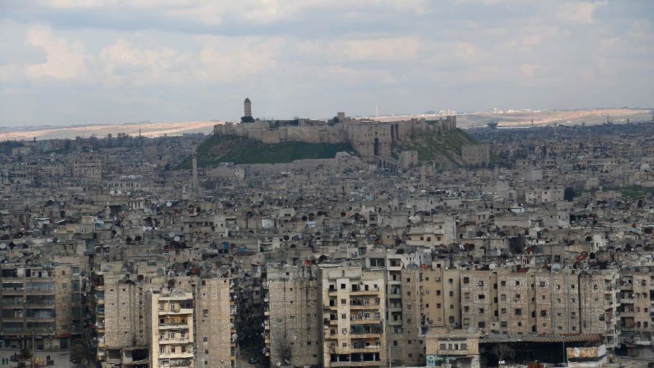 A general view taken on March 3, 2015 shows the citadel (background) in the northern Syrian city of Aleppo, where dozens were killed on March 4 when rebels set off a powerful tunnel explosion targeting an intelligence headquarters (AFP Photo/Zein al-Rifai)